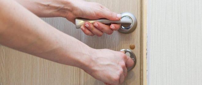 Thủ phạm khiến virus nCoV xuất hiện trên tay nắm cửa